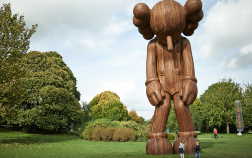 Giant outdoor cartoon sculptures