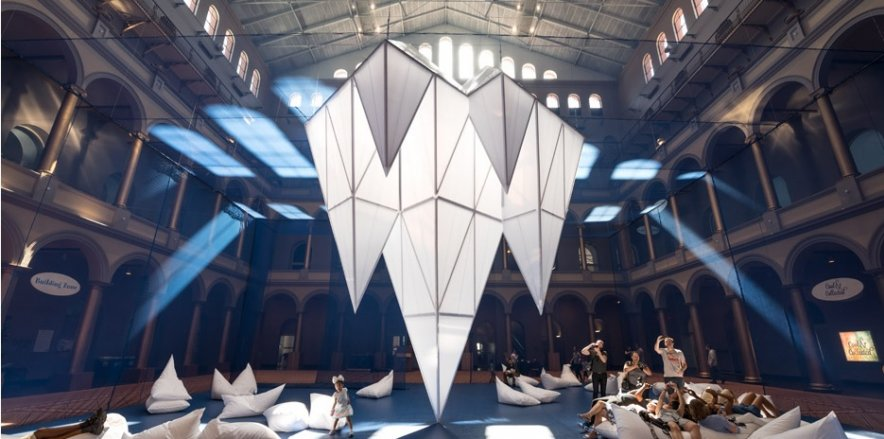 Icebergs: An immersive museum installation